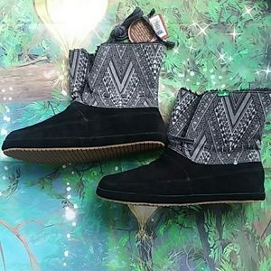 New Sanuk Suede Leather Women's Boots Size 11